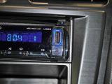 外部メディアプレイヤーが接続できるAUX・USB付いてます