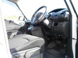 広々な運転席でストレスなくドライブができます!