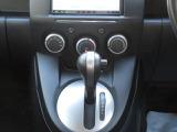 エアコンスイッチ等車で運転する際に必要な機能のスイッチが運転席から操作しやすい位置にあるため便利です。