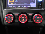 愉しく快適なドライブには やナビゲーションシステムは必需品?社外のビルトインナビが搭載されております。 後長ーくお乗り頂く上で、途中で新型モデルに換装可能です!