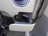 運転席側ドリンクホルダー!スライド式なので、不使用時にはスッキリ収納しておけます!!