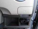 当社は一年間、走行無制限の全車ワイド保証付(詳細についてはスタッフにお尋ねください)。 ◆ドリンクホルダー/カードホルダー