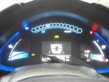 充電状態や航続距離を知らせてくれるほか、エコドライブをアシストする機能のついたツインデジタルメーター。