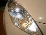 LEDヘッドライトを採用しているので、前方を明るく照らします。