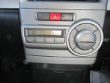 オートエアコンが付いているの車内は快適です。