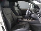 BMW純正オプションブラックレザーシート。※この車は標準装備です。シートヒーター搭載で今からのシーズン、ポカポカで女性にも喜んで頂ける仕様です。