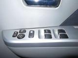 パワーウィンドウのスイッチです。 運転席にいながら助手席や後席の窓を開け閉めできるので、大変便利です。