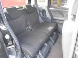 リヤシートの居住性・足元のゆとりもバッチリです!長距離ドライブで乗ってる方々も疲れず快適に過ごせます!
