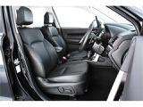 ブラック×レザーで統一された落ち着いた高級感のある内装は、使用感も少なく、キレイな状態です◎フロント2席はパワーシートになっていますので、微調整もラクラクOKです♪