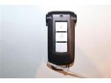 インテリキー装備!ボタン操作で離れた場所からドアのロックや解除が出来ますよ~♪