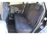 コンパクトなボディの中に、想像以上の大空間。後席も膝まわりや足元、頭上までゆとりたっぷり。