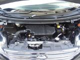 エンジンルームの画像です。普段はあまり見ない部分ではありますが、高圧洗浄による清掃をしてから、艶出しコーティングをしてあります!