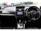 スピードメーターや回転計など視認性に優れたコクピット廻りと操作のしやすくまとめられております。