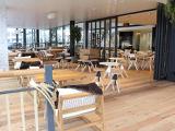 ショールームにはカフェも併設しております。車屋さんとは思えない広々としたテラス席もあり、ゆったりとした空間でお話しいただけます。