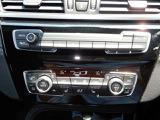 運転席と助手席で個別に温度設定が可能。一定以上の大気中の有害物質を感知すると、自動的に内気循環モードに切り替わるAUC付!