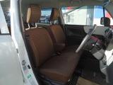 運転席・助手席の行き来もしやすく、駐車時に役立ちます!また、開放感もいいですね。
