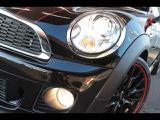 HIDヘッドライト搭載車両です。夜道も明るく照らします。