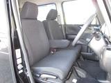 運転席には高さ調整ができる『シートハイトアジャスター機能』が付いています! これなら小柄な方にも大柄な方にも自分にぴったりの運転姿勢がとれますね~♪