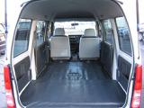 リヤシートを格納してフラットな荷室になります。