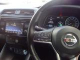 運転者が手元でオーディオの調節ができる便利なステアリングスイッチです。