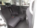 リアシートは、シートの座面を考慮し、ゆとりある着座姿勢を保てるようにシートバックの角度を適度に調整できるリクライニングシートにしています。長距離にも十分適してます。