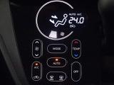 オートエアコン、温度を設定すれば自動的に風量が調整できるオートエアコンを装備!車内も快適ですね!