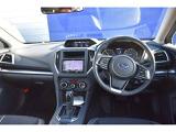ドライバーを中心とした操作しやすく機能的なインテリア。ステアリング、シフト操作操作がいかなる時で的確に行え、マルチファンクションディスプレイ採用により、車両情報を少ない視線移動で確認できます。