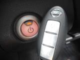 はっきり言って便利過ぎます♪ドアノブにあるボタンを押すとドアの開閉が出来たり、ポケットに入れたままエンジンが掛かっちゃう優れもの!インテリジェントキー♪