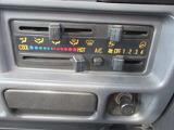 マニュアル式エアコンで簡単操作で快適です。
