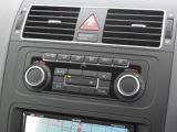 2ゾーンフルオートエアコンディショナー。運転席助手席それぞれ独立して温度風量をコントロール。快適な室内を創造します。自動内気循環機能付き。