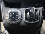 「オートエアコン」が付いてます。1年中快適な室内を提供!車内温度を設定すると風量を自動で調節してくれます。