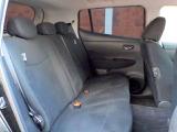 大人5人が乗っても余裕のある後席シートです。足元の広さや、分厚いシート地など寛いで長い時間乗っていただけます!