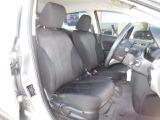 運転席の座席シートの調整はラチェット式レバーで上下に30段階の調整が可能です。運転される方のベストなドライビングポジションがとれます。