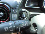 【 プッシュボタンスタートシステム 】 「アドバンストキーを携帯し、ブレーキペダルを踏みながらインパネ上のボタンを押すだけで、エンジンの始動/停止ができます。」