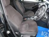 適度に身体をサポートしてくれる形状のフロントシートになっていますので、ロングドライブでも疲れにくく、快適に運転をしていただけます。