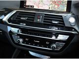 左右独立温度調整機能付き、AUTOエアコンディショナー。 ドライバーとパッセンジャーの体感温度に応じた調整が可能となり 快適にドライブを楽しめます。