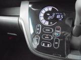 凹凸のない、タブレット感覚で操作が可能な、オートエアコンスイッチ!ピピッとなる電子音もカワイイですよ!!