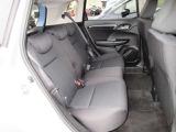 リアシートは、シートの座面を考慮し、ゆとりある着座姿勢を保てるようにシートバックの角度を適化したシートを設定。リクライニング機能が付いていて、ゆったりくつろぐことが出来ます。