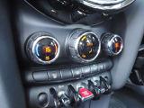 左右独立式のエアコンです。装備も充実しています。こちらの車両についてのお問い合わせは、0066-9711-369993まで!
