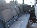 足元にゆとりを持たせたリアシート!リアシートも質の高い生地を使用しています。こちらの車両についてのお問い合わせは、0066-9711-369993まで!