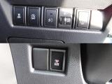 横滑り防止モード、アイドリングストップキャンセル機能付。両側スライドドアは、片側電動式。