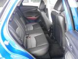 後席の足元と頭上に空間があり、ゆったりとお乗りいただけます♪