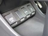 バックカメラ付きで運転が苦手な方も車庫入れラクラクです!狭いところでの駐停車もお車を傷つけず安心ですね!3ビューモード切り替えもあります!!