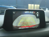 フロントガラスに投影されているアクティブドライビングディスプレイは車速やナビガイドなど正面を見ているだけで情報が確認できます。