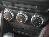 大きなダイアルで操作もしやすいオートエアコン!簡単な操作で快適な社内温度♪