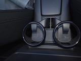 運転席・助手席用のドリンクホルダー付きです。