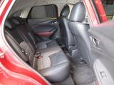 後席も大きな座面でリクライニング無しでもロングドライブをおくつろぎ頂けます。