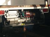 エンジンルーム。マフラー出口がちょっと気になりますが、ほかはまずまずきれいです。