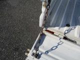 リヤゲートチェーン付きで荷物の積み降ろし時にも便利!