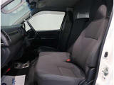 運転席はドライバーの居心地や運転の快適性を左右する大切な場所です。汚れがないので気持ちよく使用して頂けます。